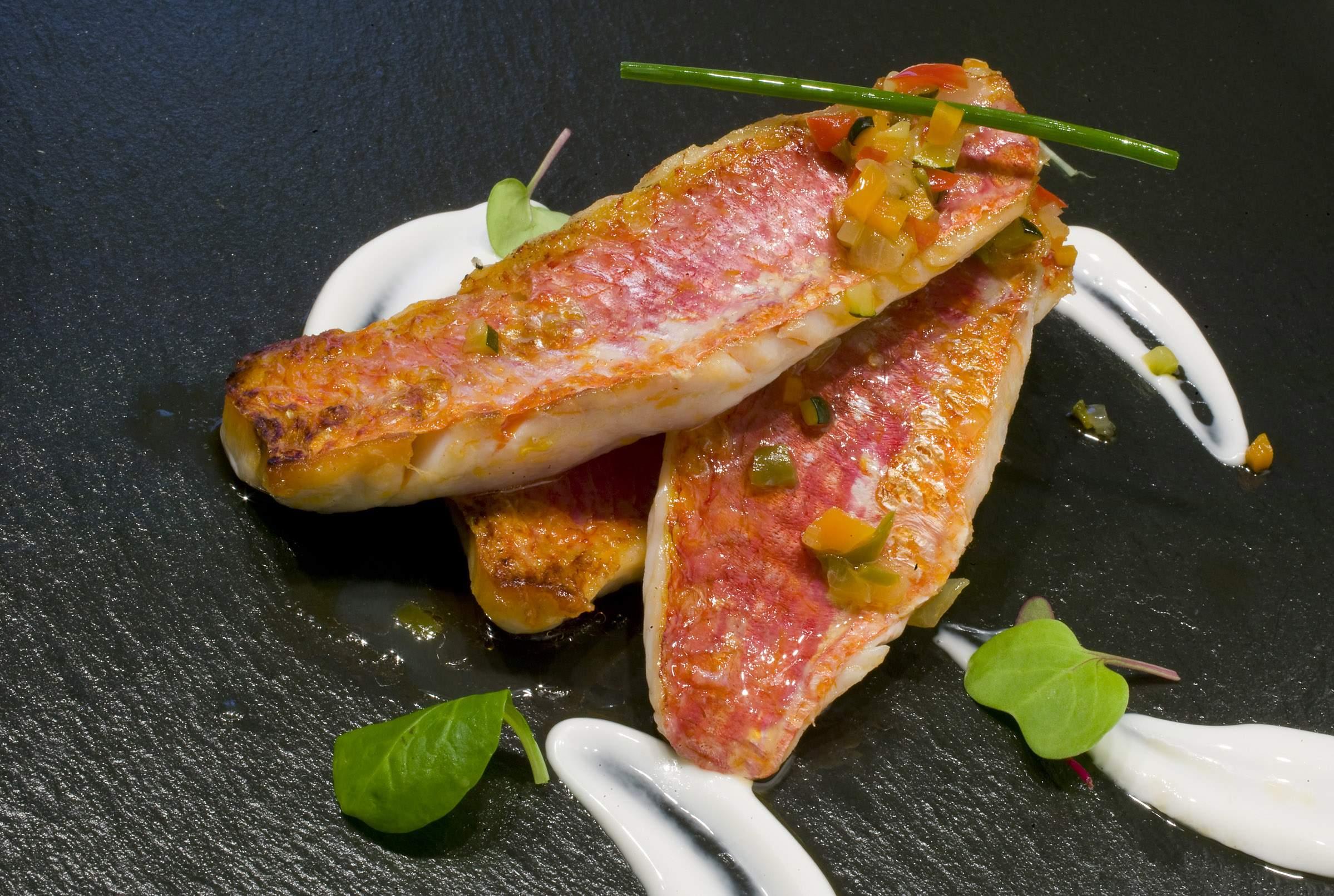 Recetas de salmón: Salmonetes a la plancha con verduras