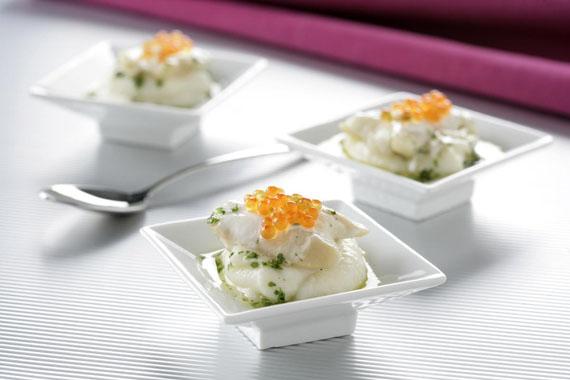 Recetas de cocochas: Cocochas con huevas de trucha sobre crema de coliflor