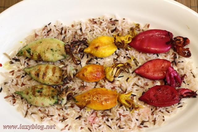 Calamares de colores con arroz