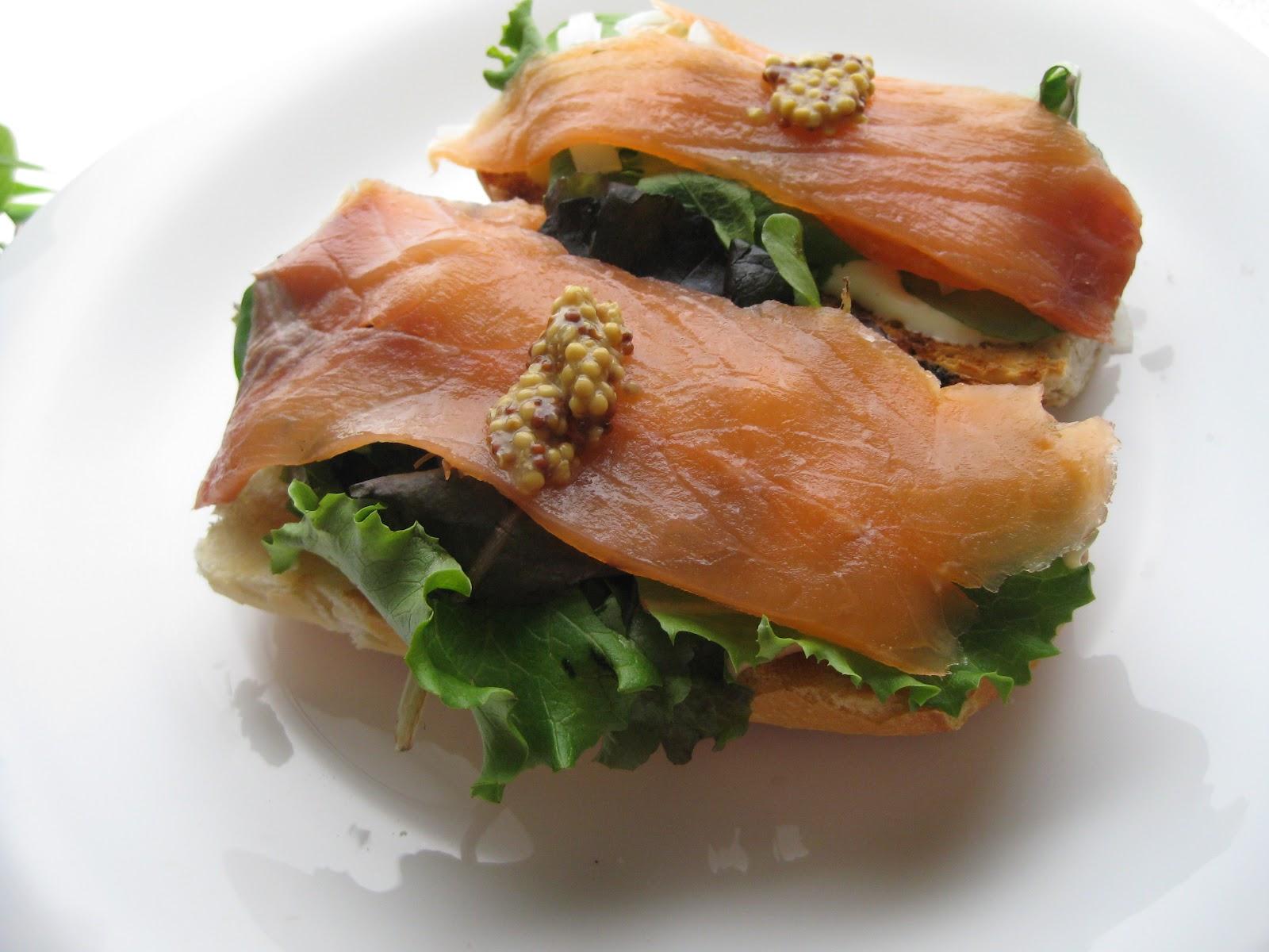 Tostas de salmón