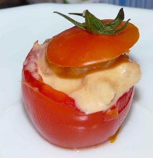 Tomates cherry rellenos de cóctel de gambas